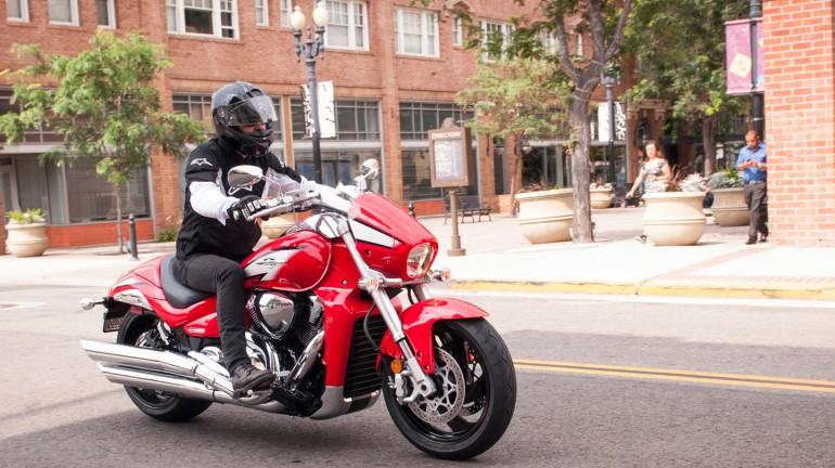 Tim_RideApart_SuzukiM109R_03-770x432